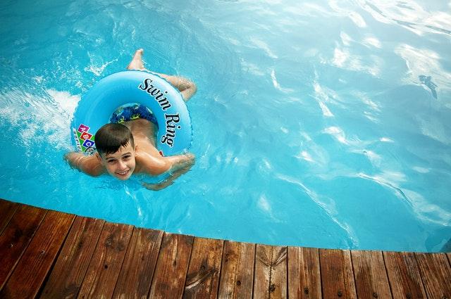 Nauka pływania dla dzieci - od kiedy zacząć naukę pływania?