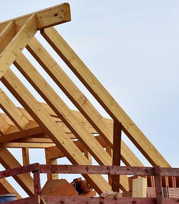 Budowa więźby dachowej – poznaj rodzaje złączy ciesielskich