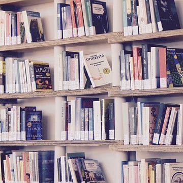 Antykwariat książek online - sposób na tanie książki bez wychodzenia z domu