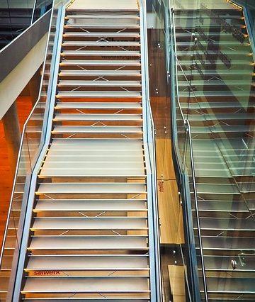 Szklane balustrady – nowoczesne rozwiązanie dla wielu miejsc